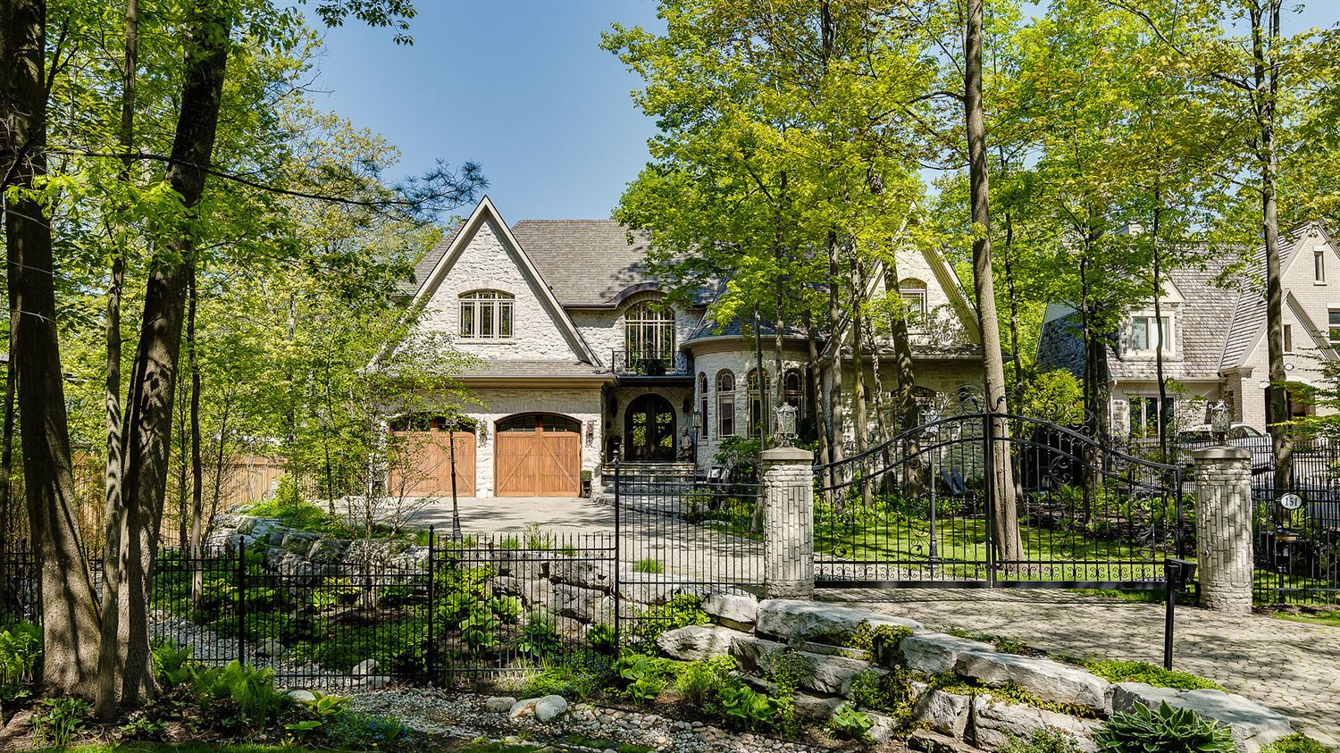 151 Veronica Dr, Mississauga W4053612