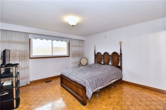 6 Alcester Crct, Toronto W4079890