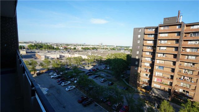 #804 - 3105 Queen Frederica Dr, Mississauga W4223522