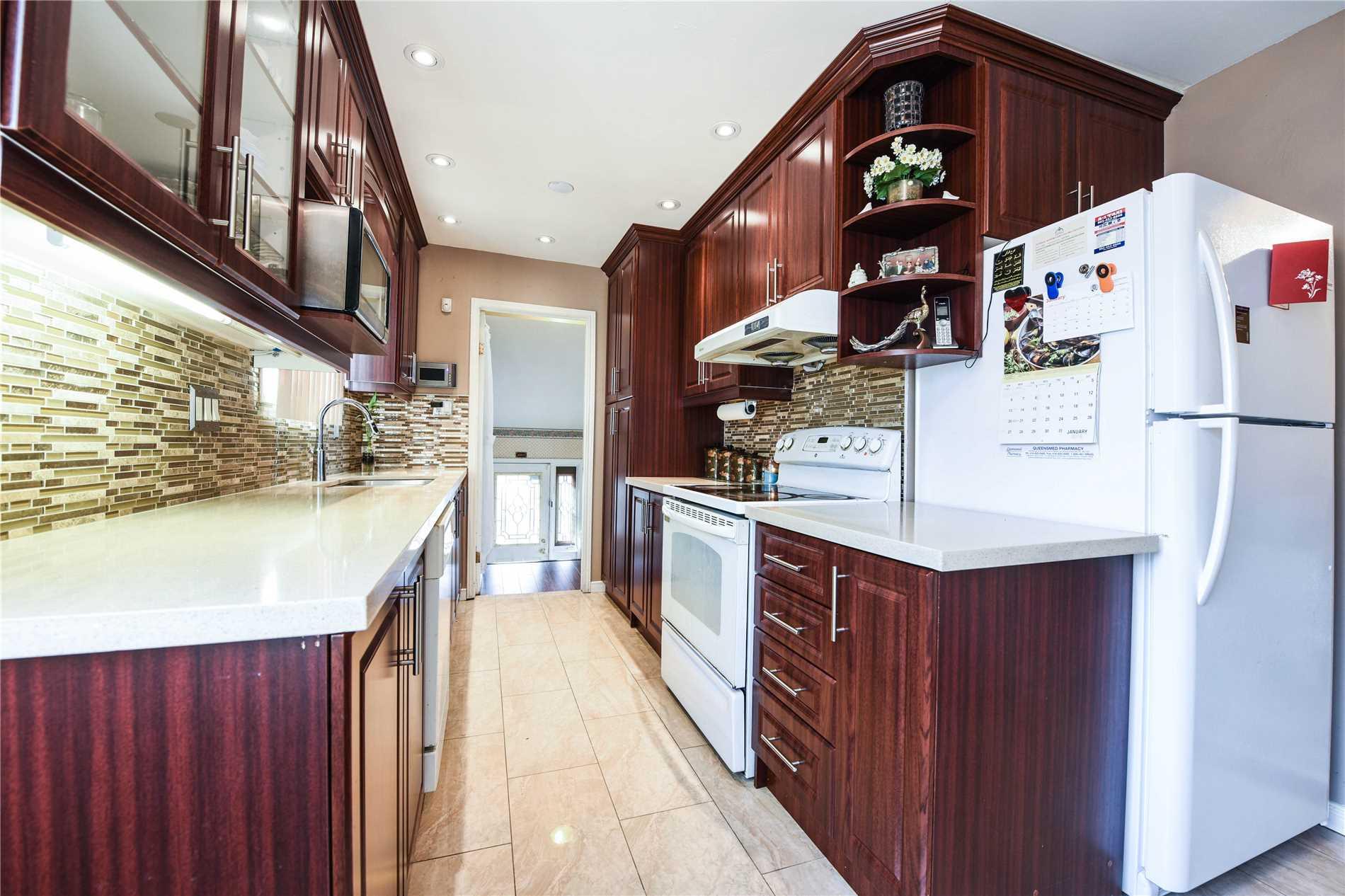 10 Courtleigh Sq, Brampton W4334047