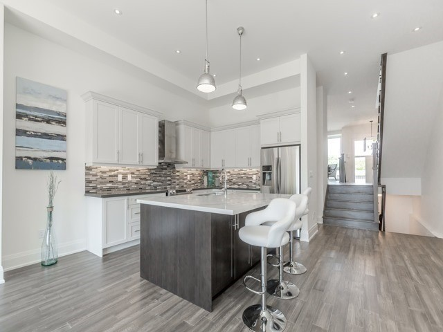663 Oxford St, Toronto W4378322