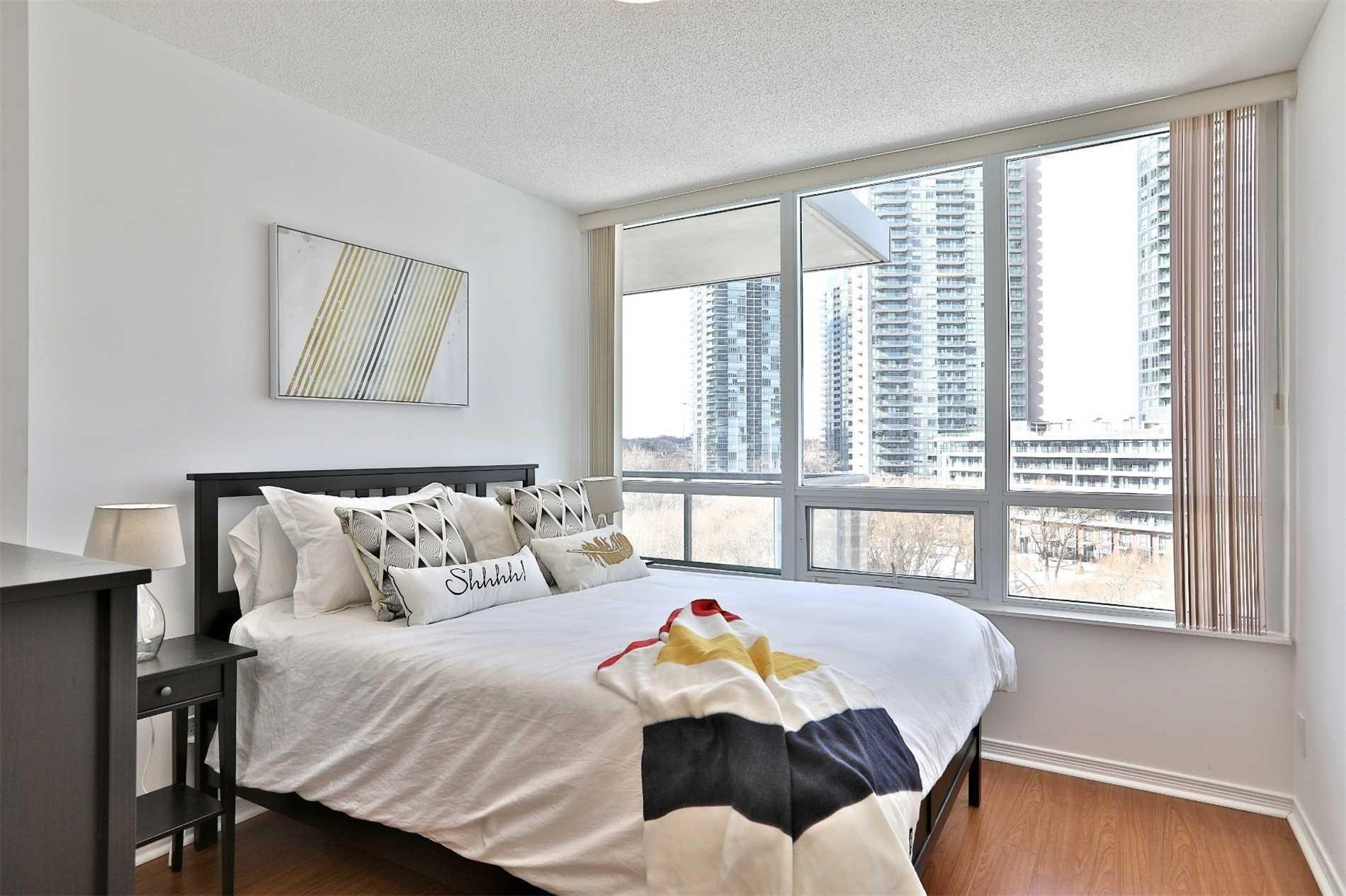 #604 - 15 Legion Rd, Toronto W4380287