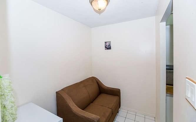 #606 - 4 Lisa St, Brampton W4383033