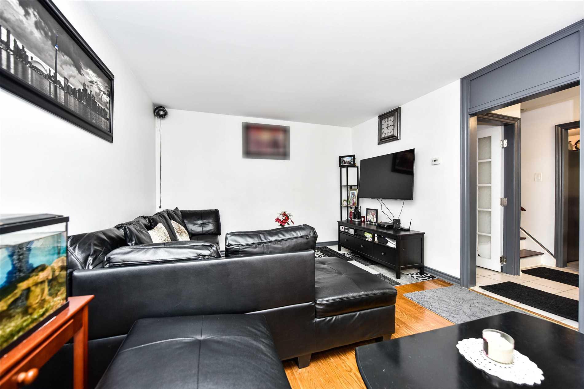 27 Streamdale Crt, Toronto W4394443