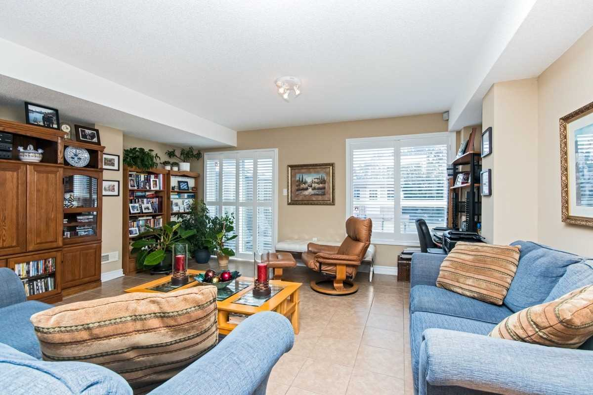 3654 Twinmaple Dr, Mississauga W4403799