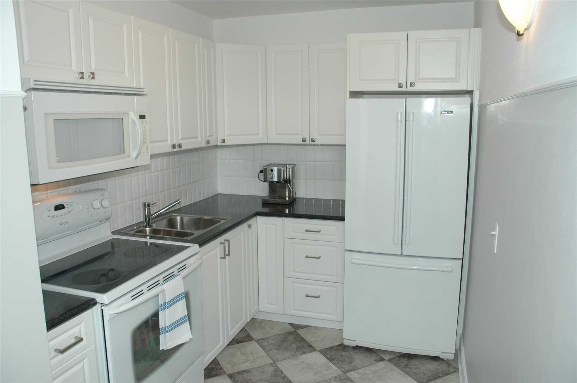 #903 - 3145 Queen Frederica Dr, Mississauga W4404317