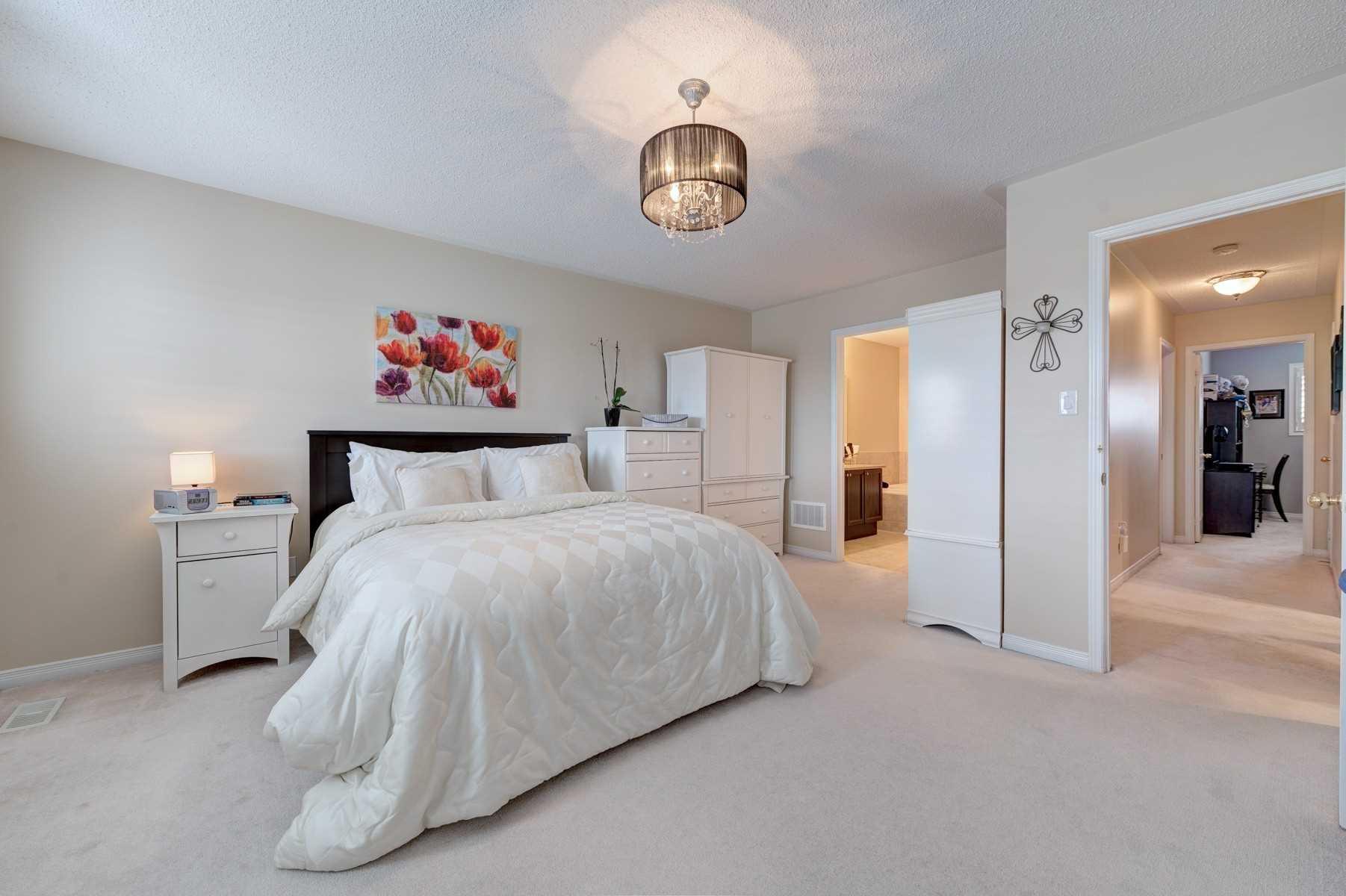 92 Goldham Way, Halton Hills W4411557