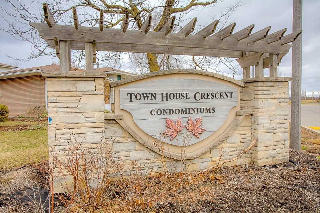 100 Town House Cres E, Brampton W4412013