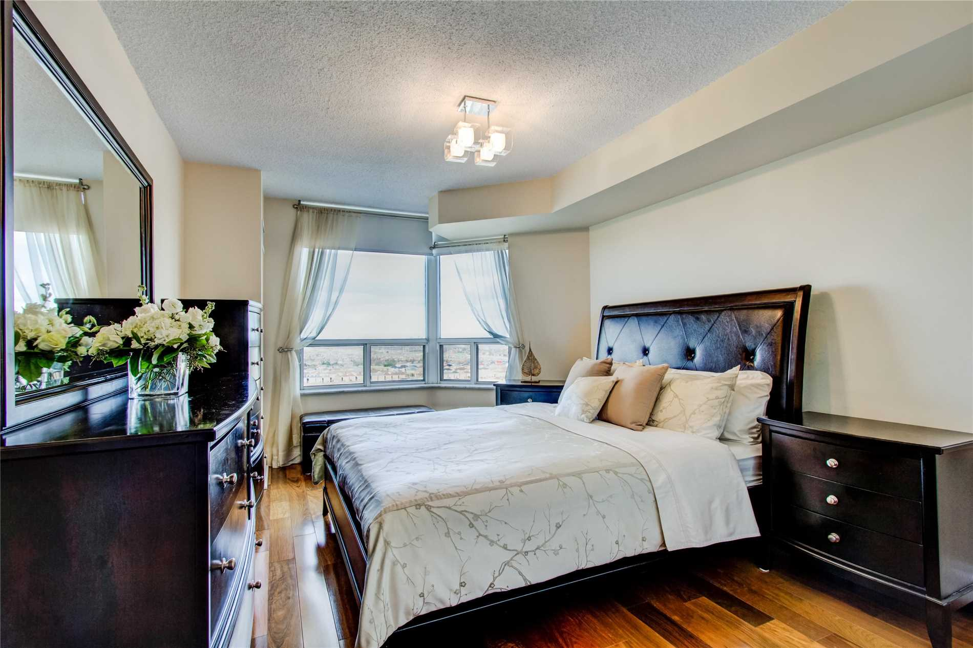 #2008 - 35 Kingsbridge Garden Circ, Mississauga W4413895