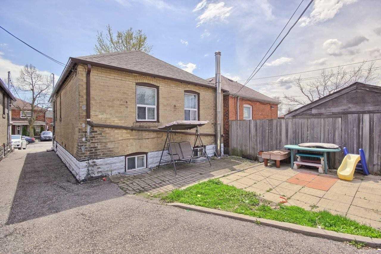 46 Bowie Ave, Toronto W4445287