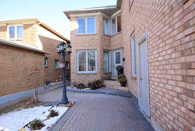 943 Ceremonial Dr, Mississauga W4445950