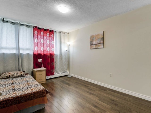 #203 - 1050 Stainton Dr E, Mississauga W4447378