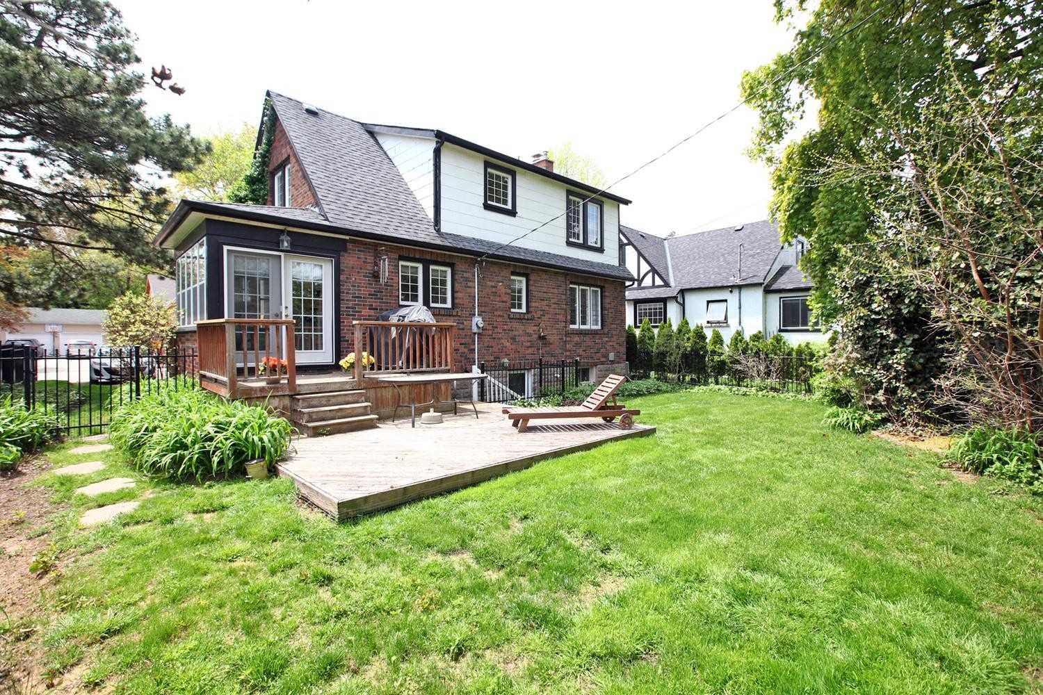 527 Emerald St, Burlington W4460117