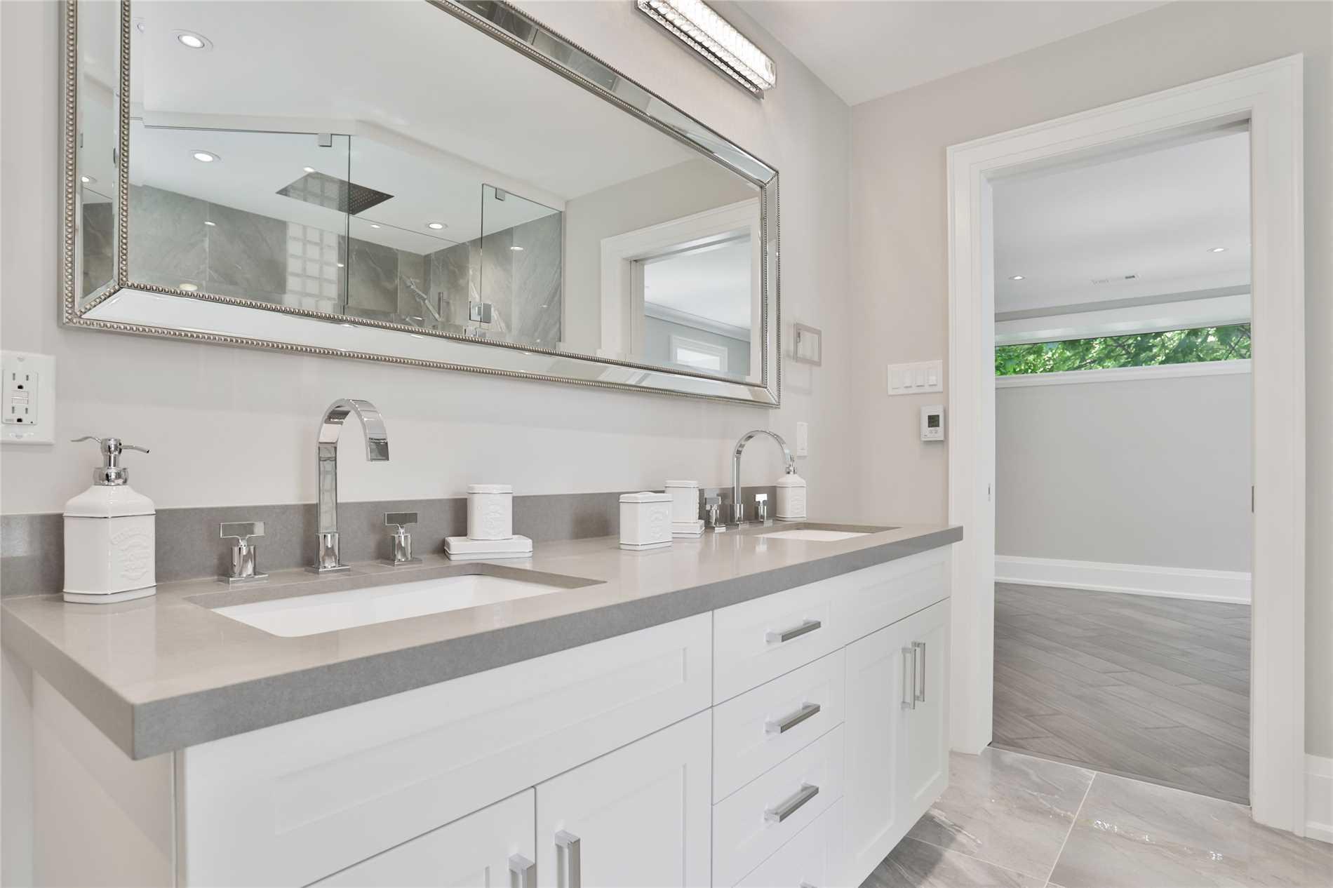 2136 Pineneedle Row, Mississauga W4490085