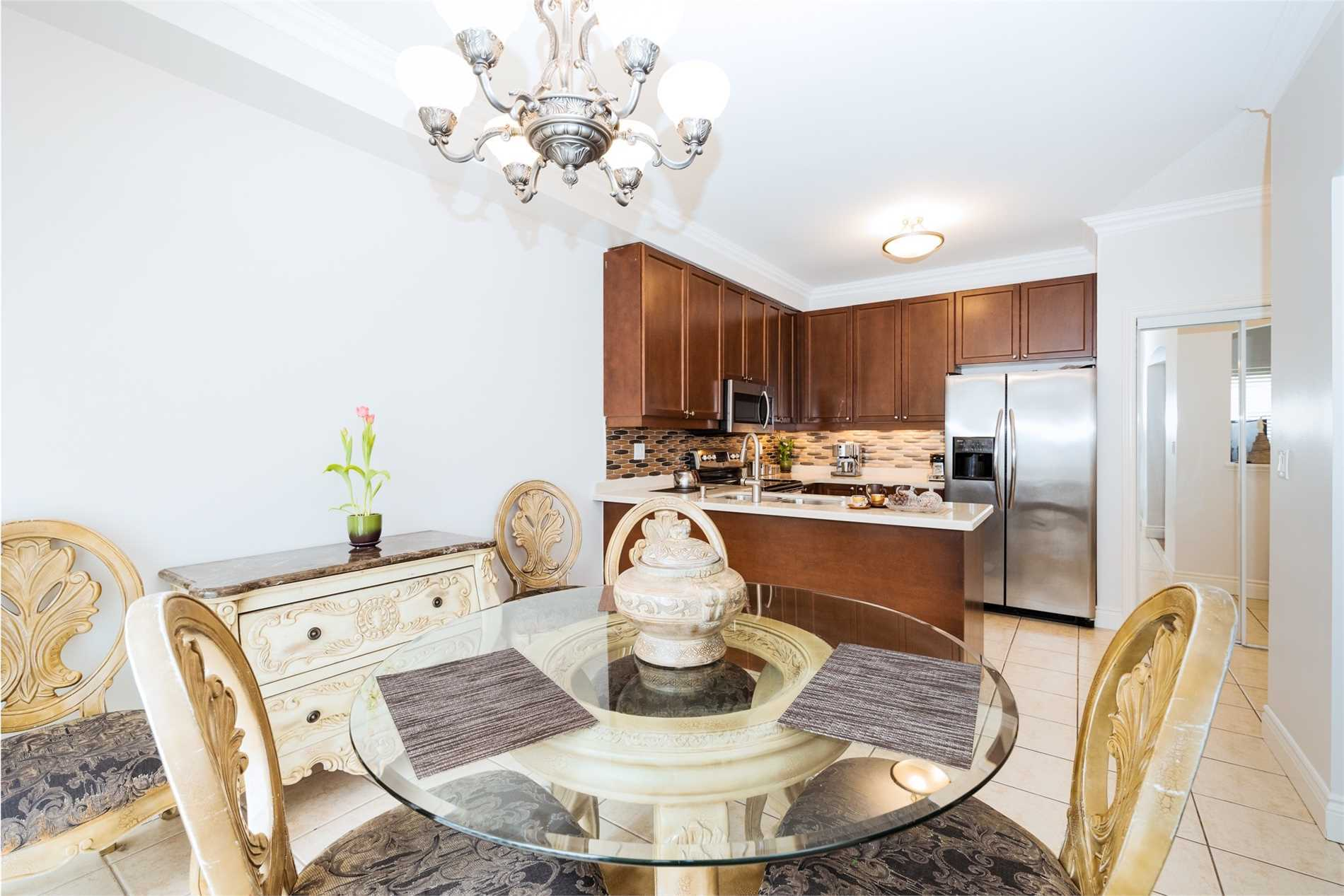308 Queen Mary Drive Dr, Brampton W4427035