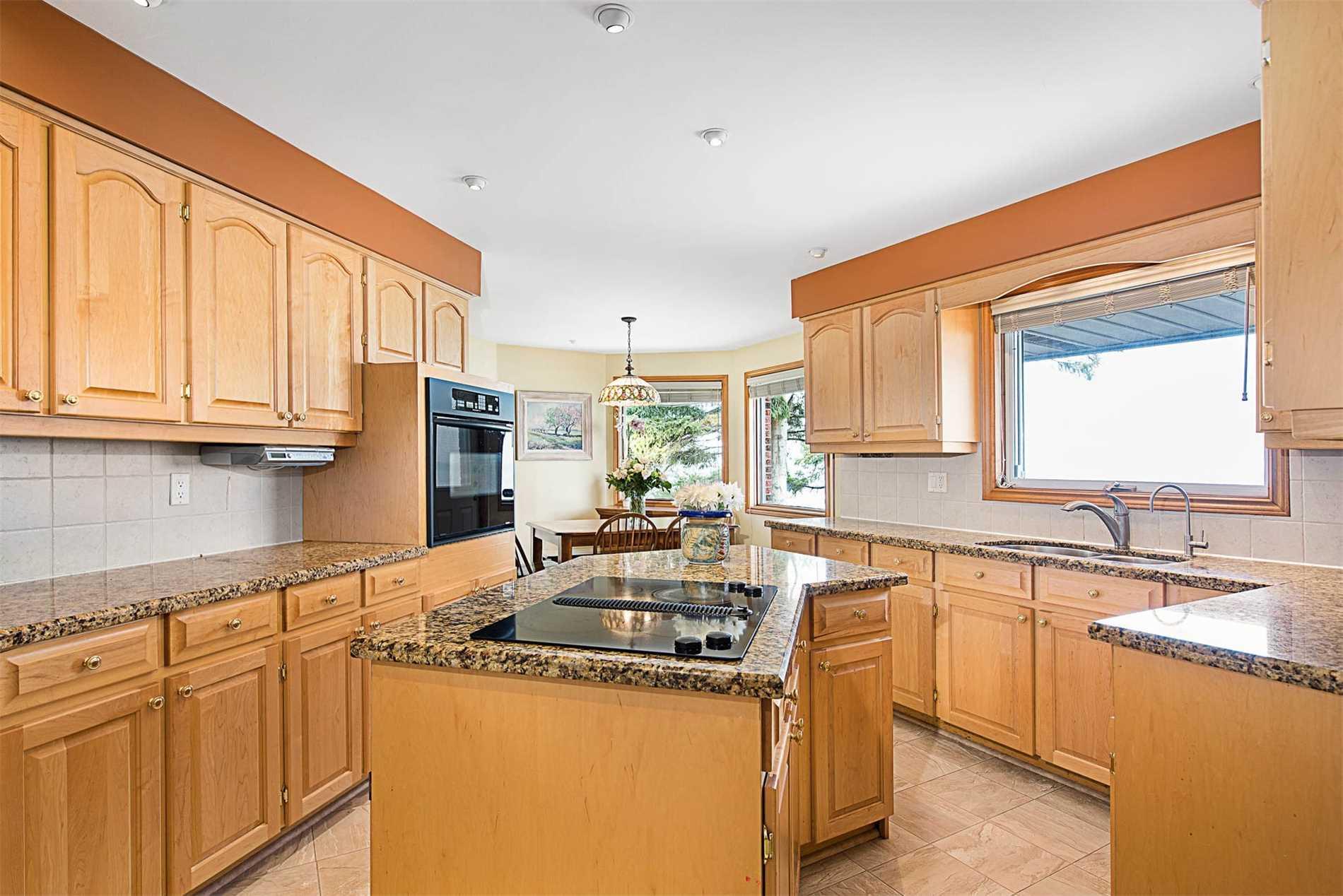 1364 Lakeshore Rd W, Oakville W4431417