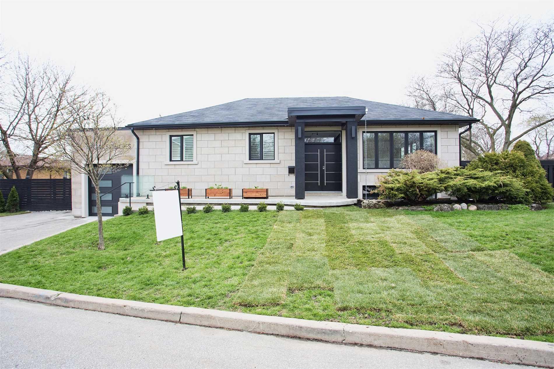 19 Garside Cres, Toronto W4435799
