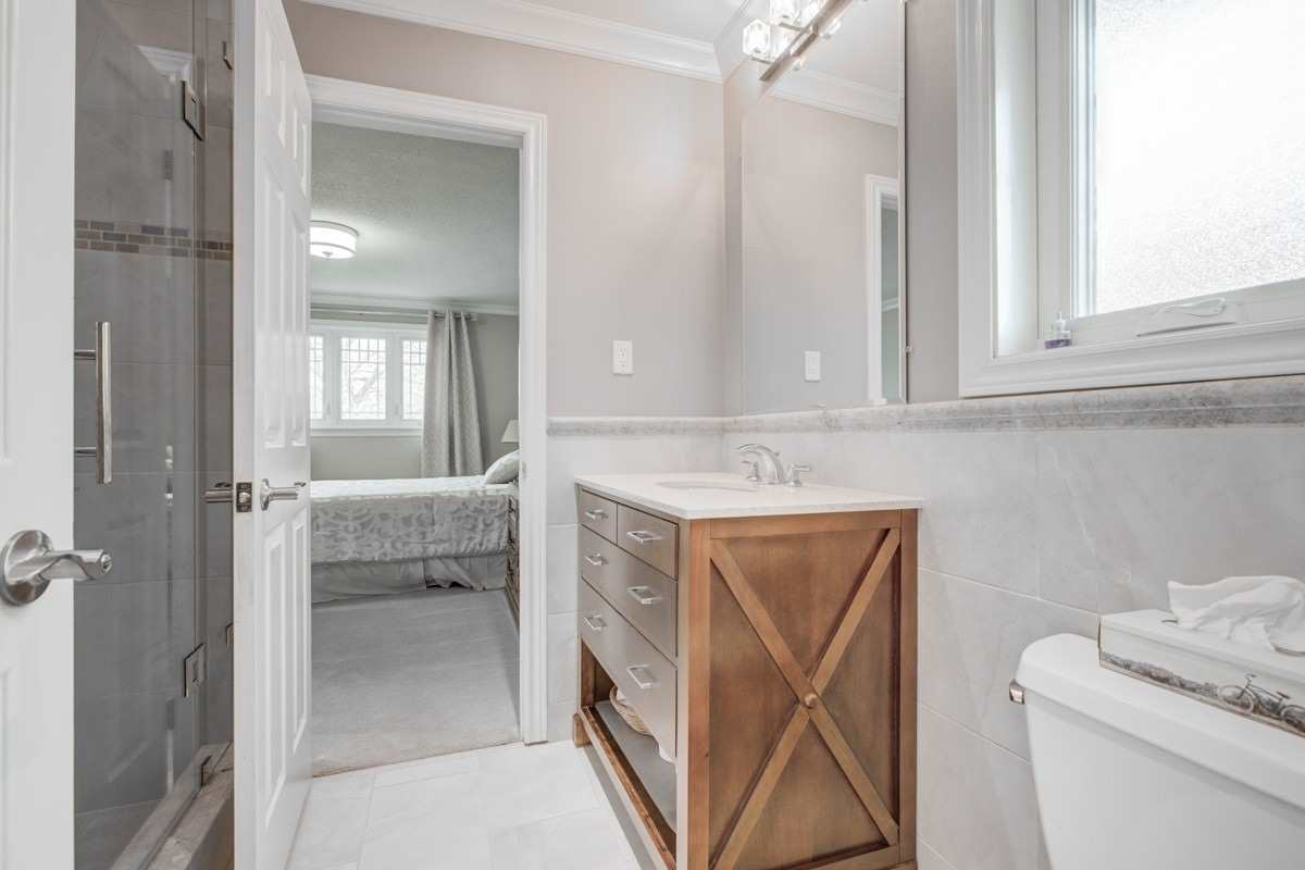 2948 Sycamore St, Oakville W4467026