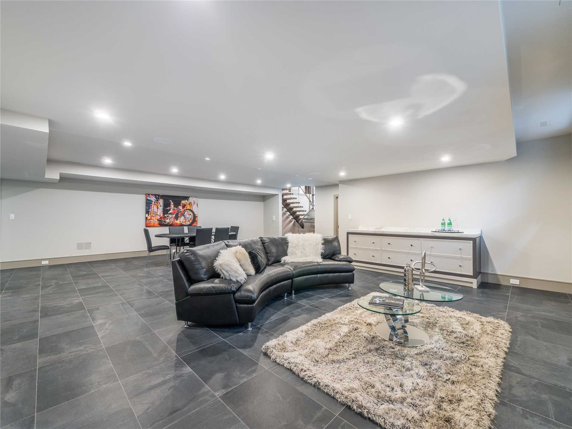 1333 Queen Victoria Ave, Mississauga W4524770