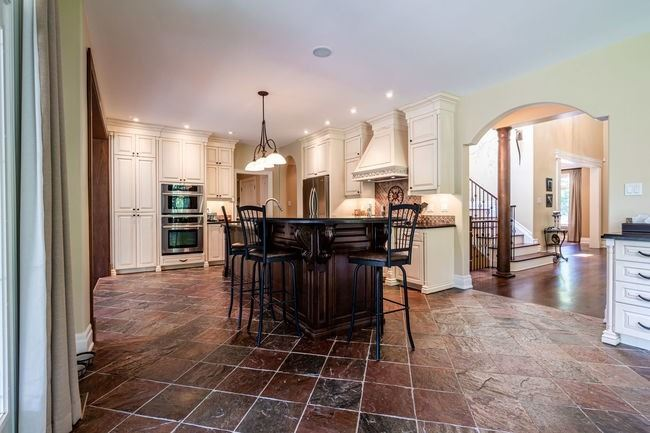 898 Meadow Wood Rd, Mississauga W4542196