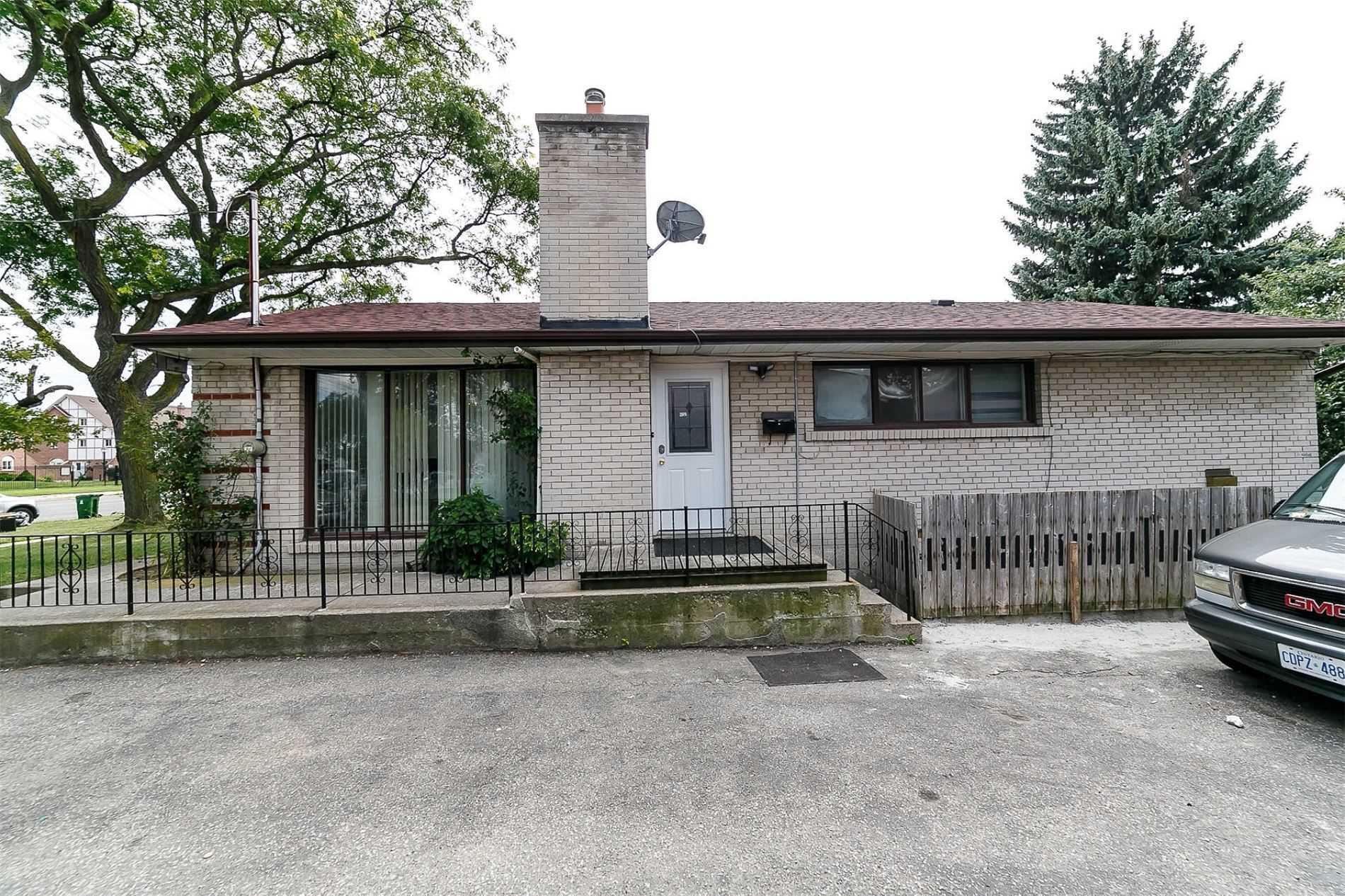 2448 Islington Ave, Toronto W4549267