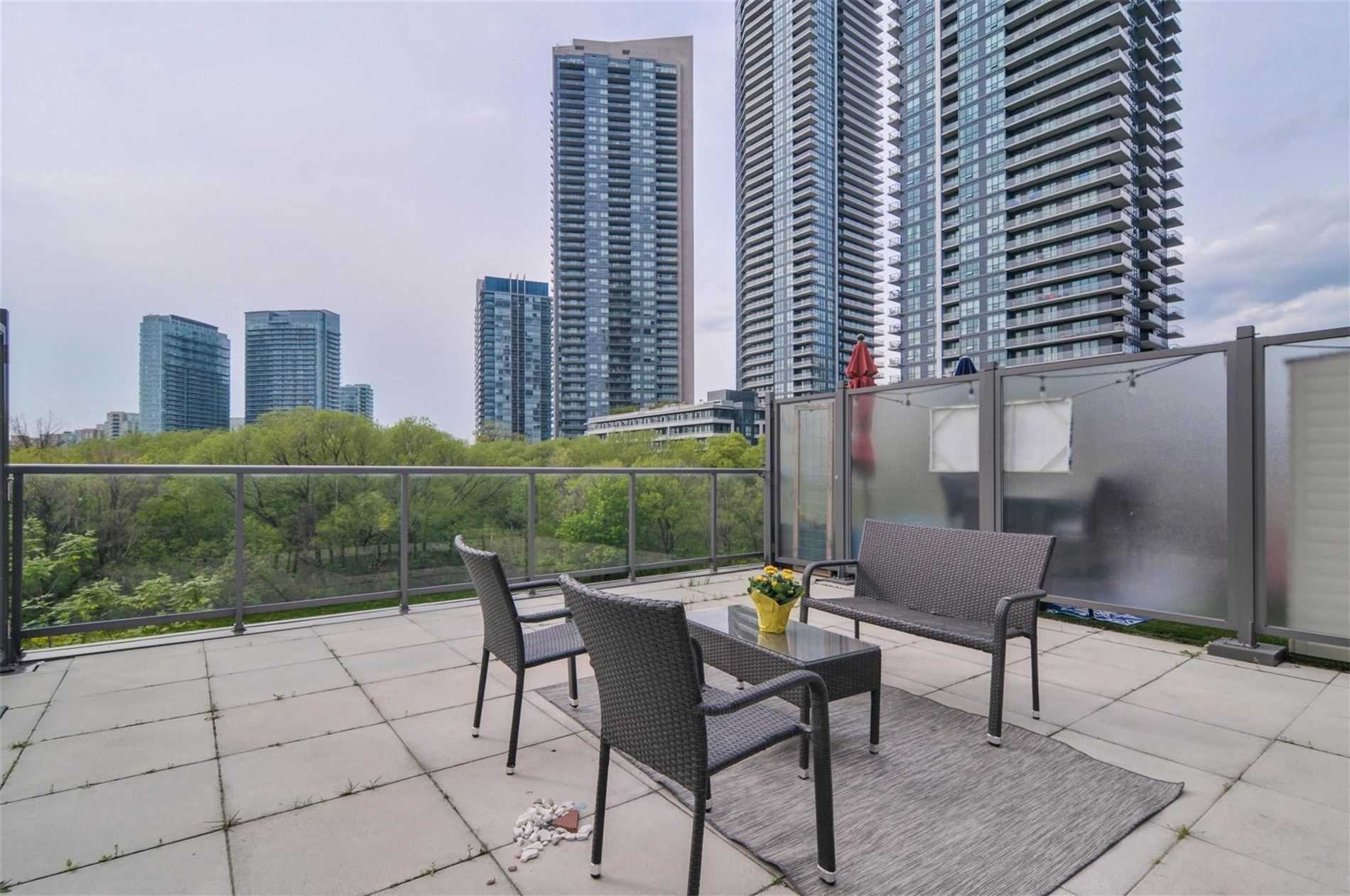 #Th3 - 2230 Lake Shore Blvd W, Toronto W4562675