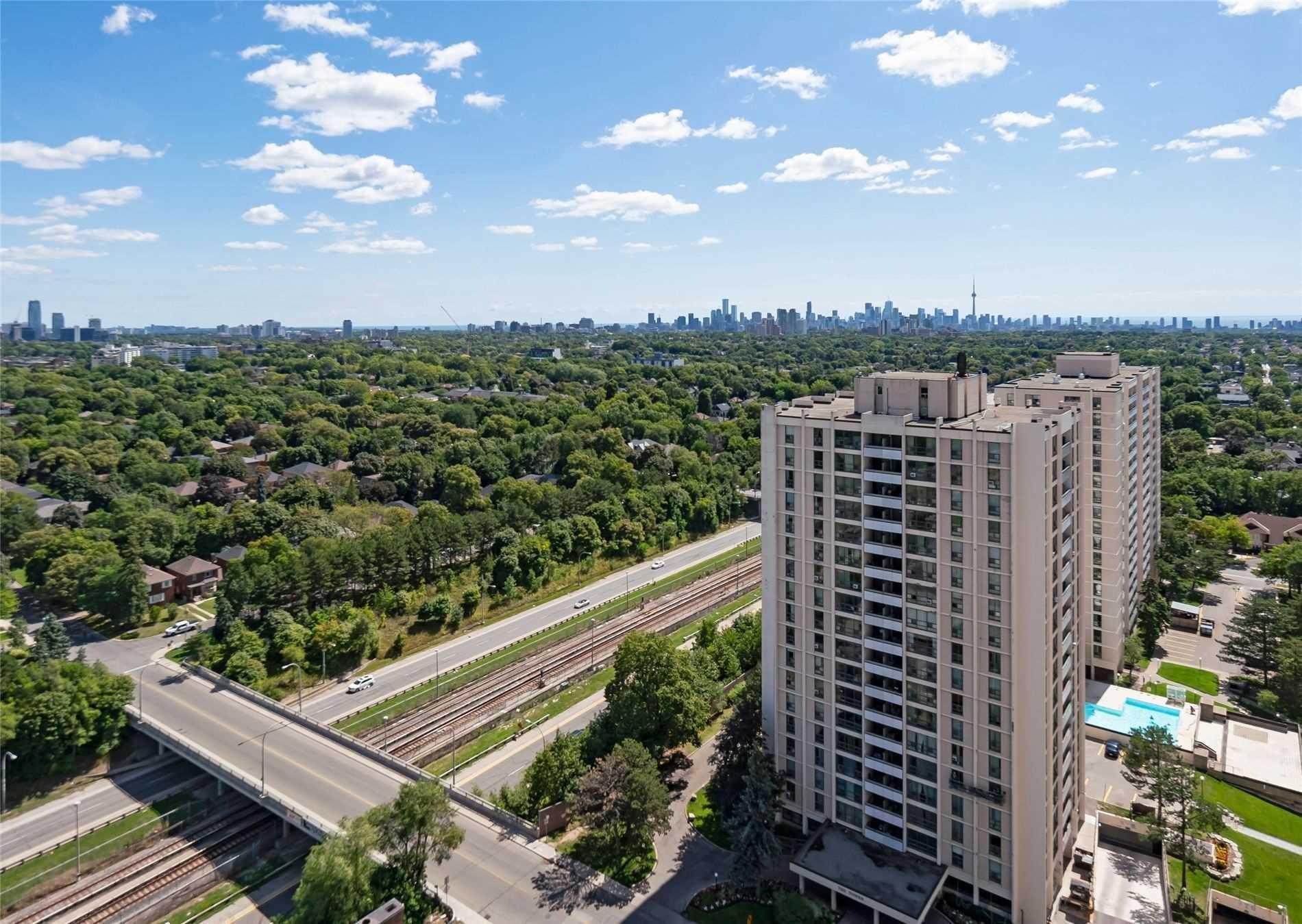 #402 - 360 Ridelle Ave, Toronto W4566098
