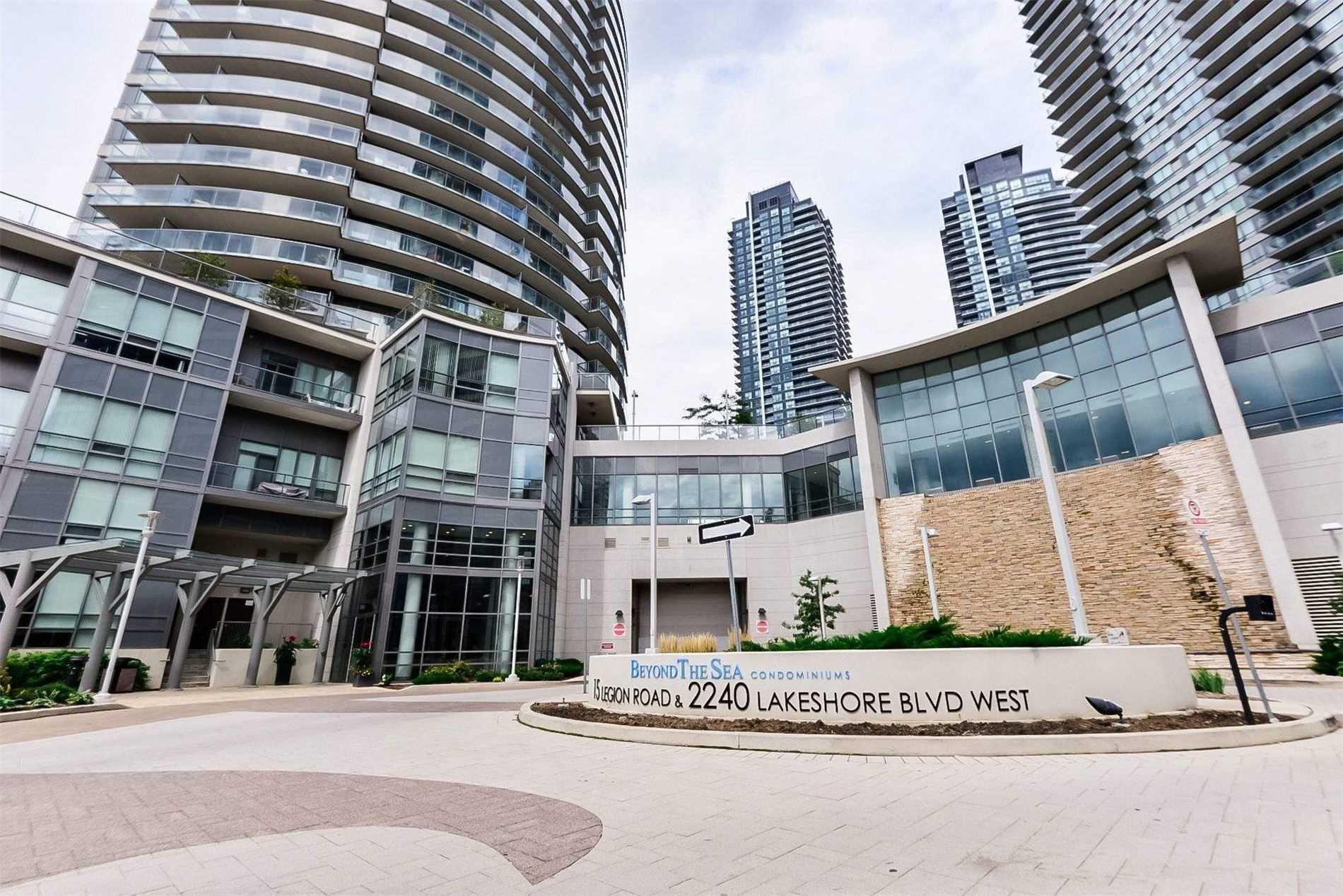 #2401 - 15 Legion Rd, Toronto W4567709