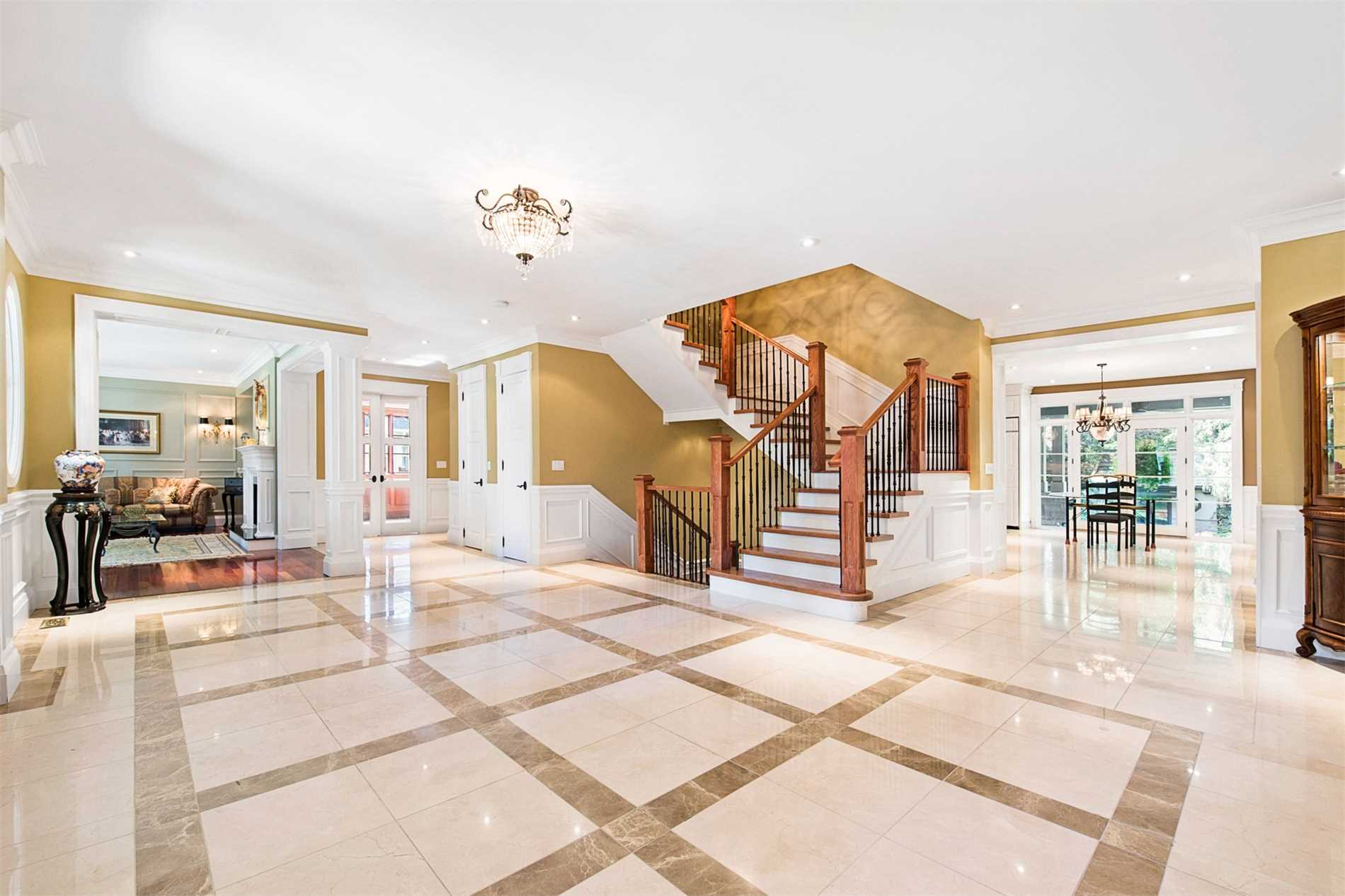 208 Donnelly Dr, Mississauga W4572296