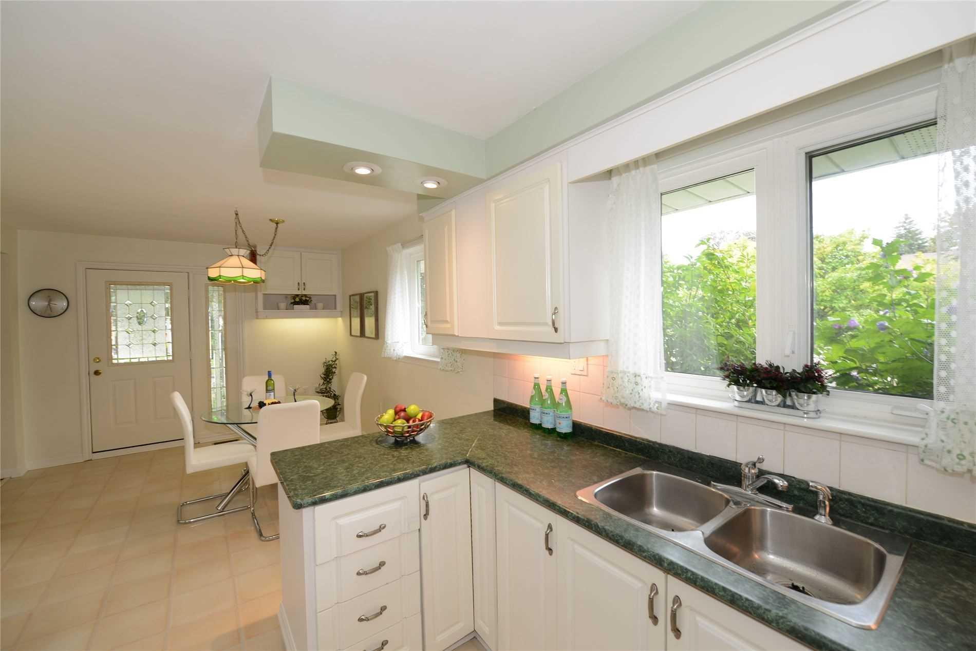 120 Meadowbank Rd, Toronto W4572866