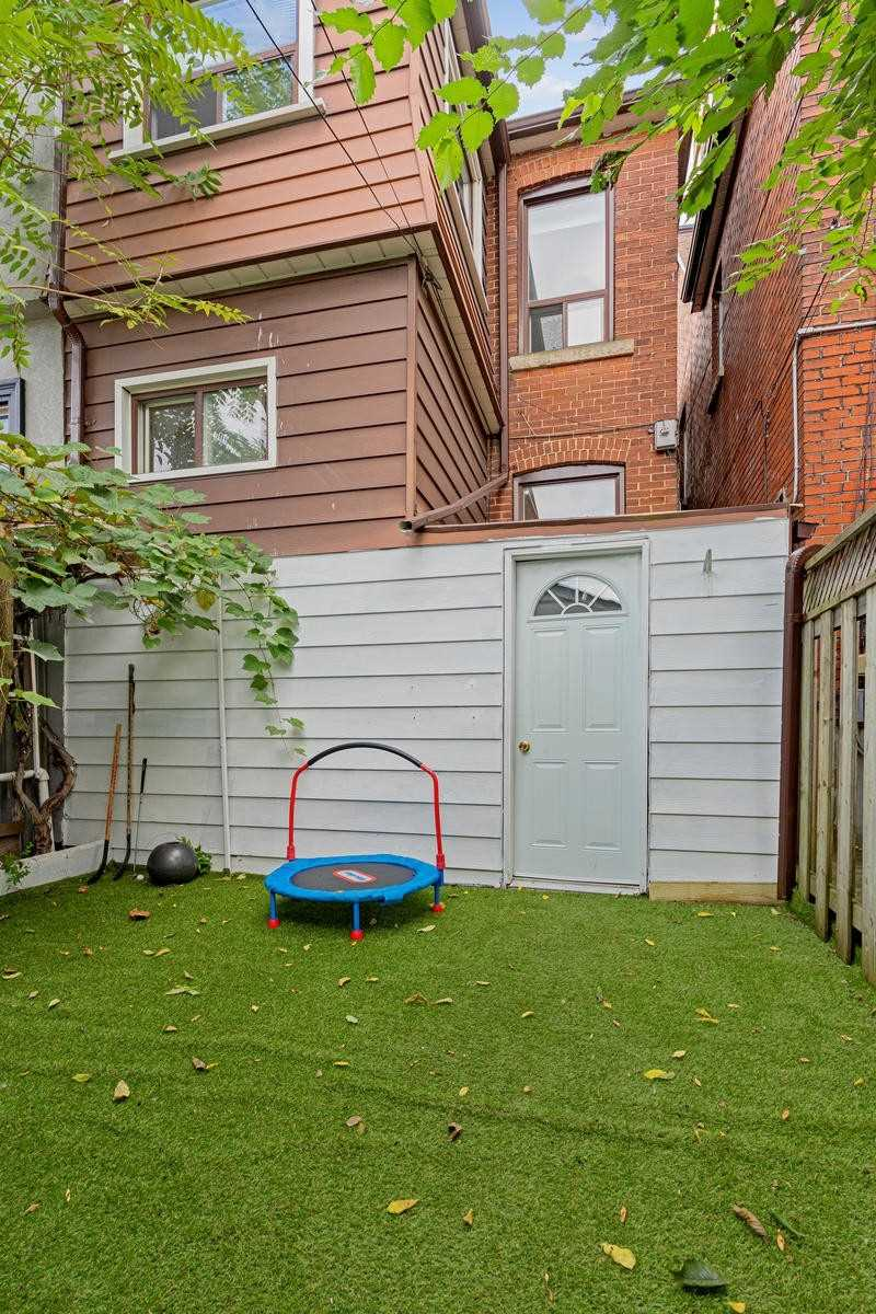 164 Essex St, Toronto W4588008