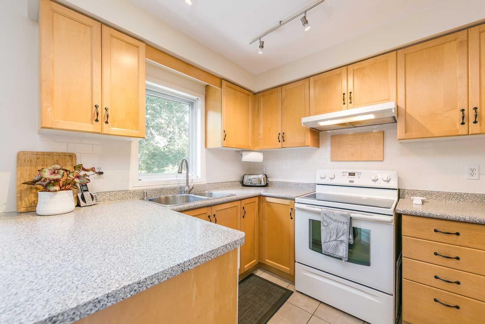 18 Skeens Lane, Toronto W4593908