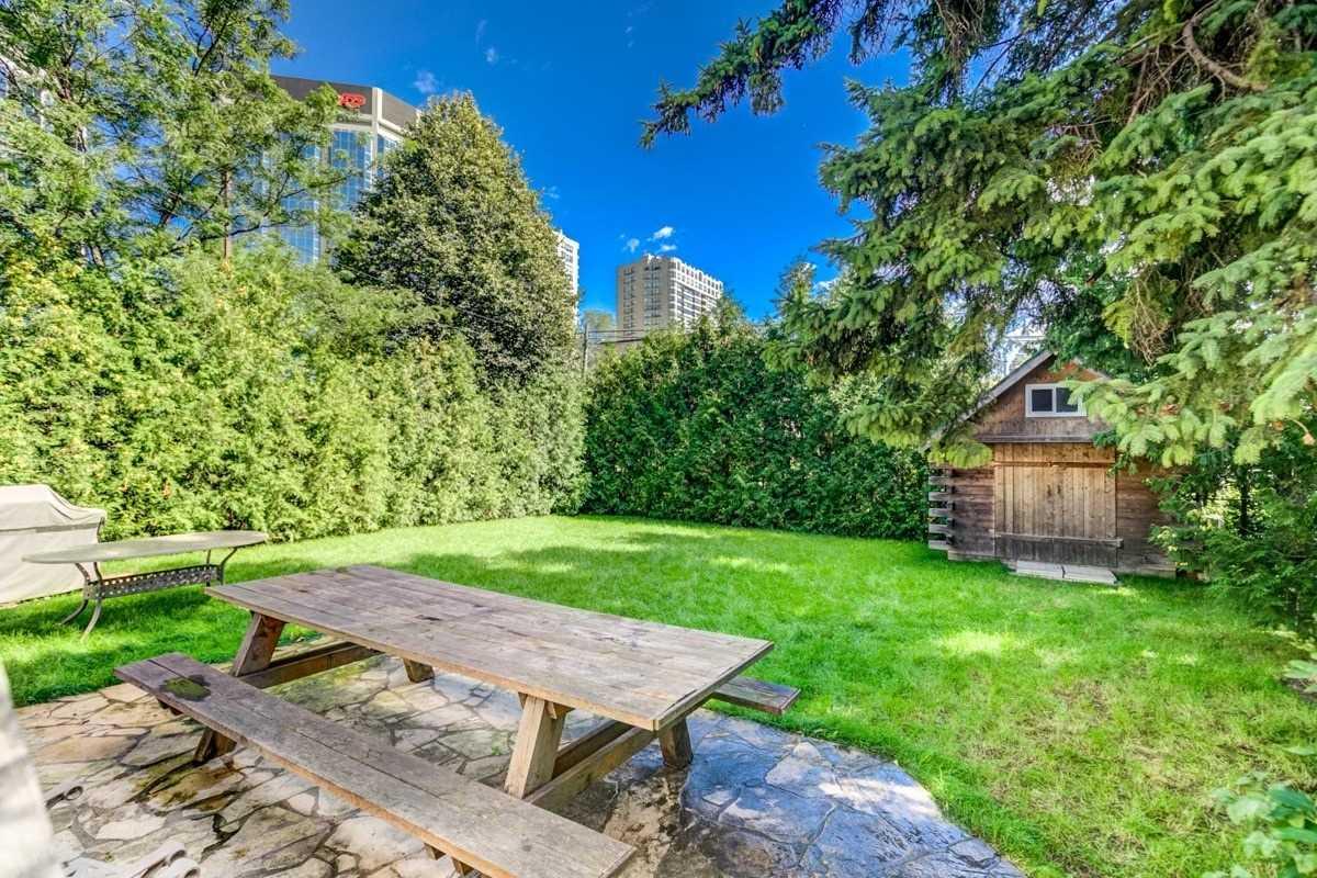 11 Monkton Ave, Toronto W4600082