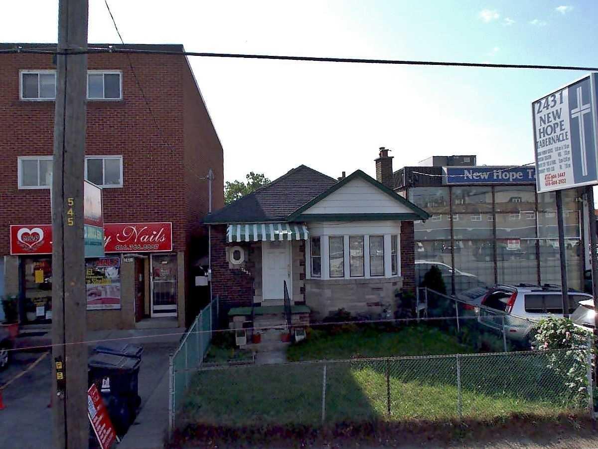 2427 St Clair Ave W, Toronto W4615080
