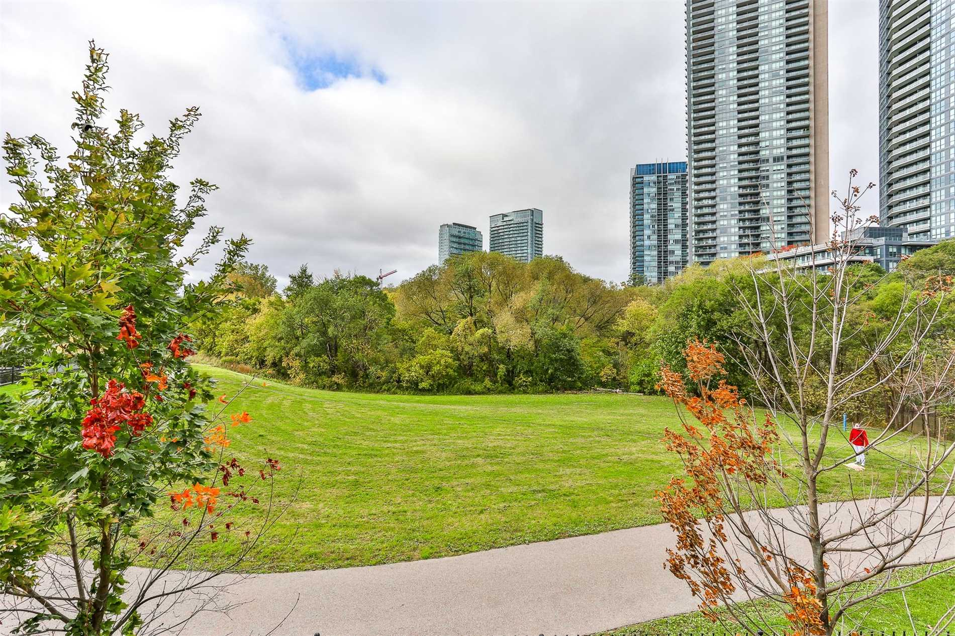 #Th4 - 2230 Lake Shore Blvd W, Toronto W4615766