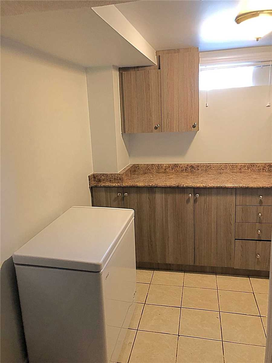 25 Canarvan Crt, Brampton W4621279