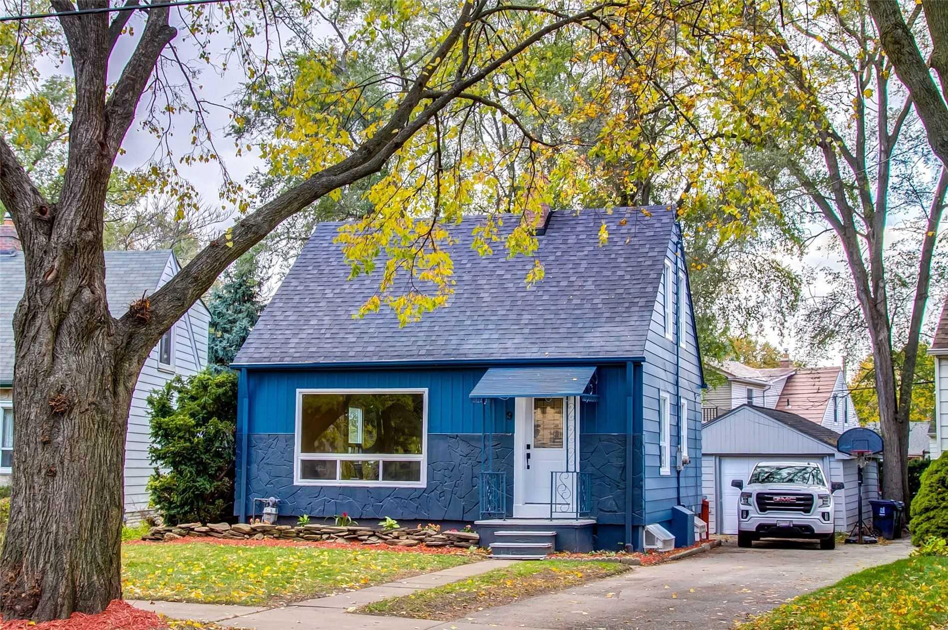 9 Saunders Cres, Toronto W4627939