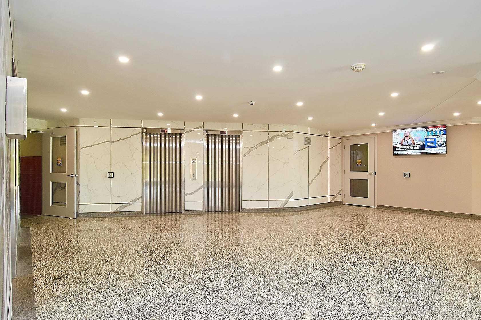 #814 - 451 The West Mall, Toronto W4628361