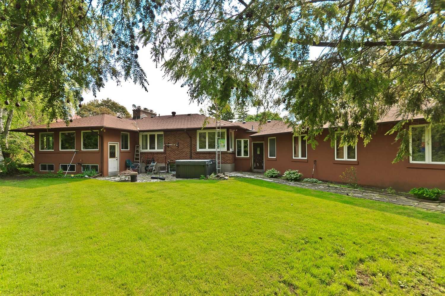 1556 Crestview Ave, Mississauga W4641482