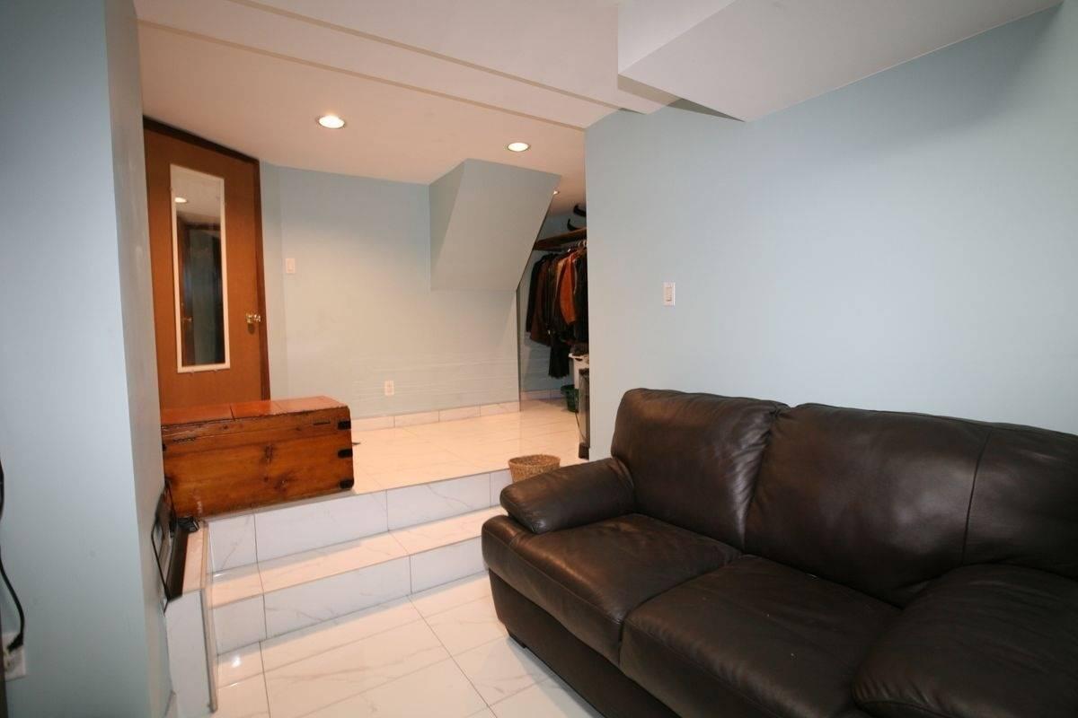 74  Constance  St, Toronto W4663898