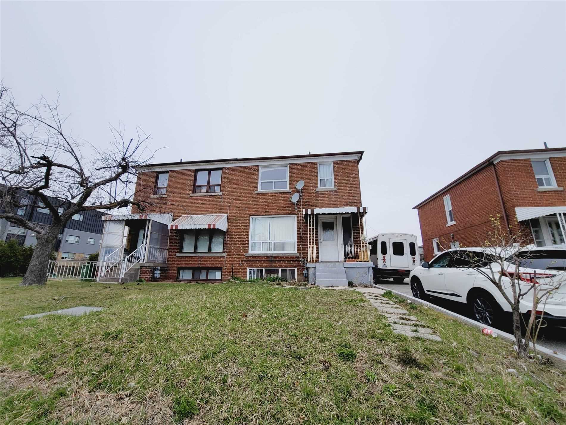 1488 Lawrence Ave W, Toronto, M6L1B3