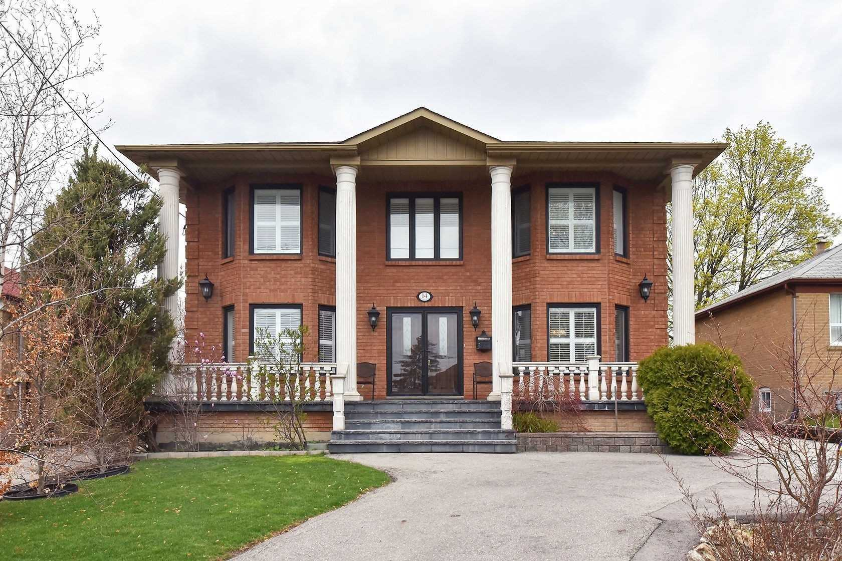 14 Brome Rd, Toronto, M6L1T4