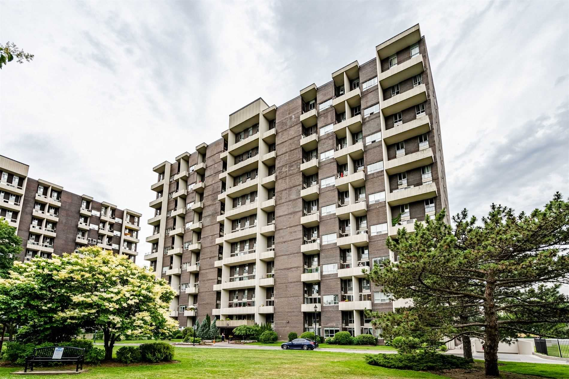 403 - 35 Ormskirk Ave, Toronto, M6S1A8