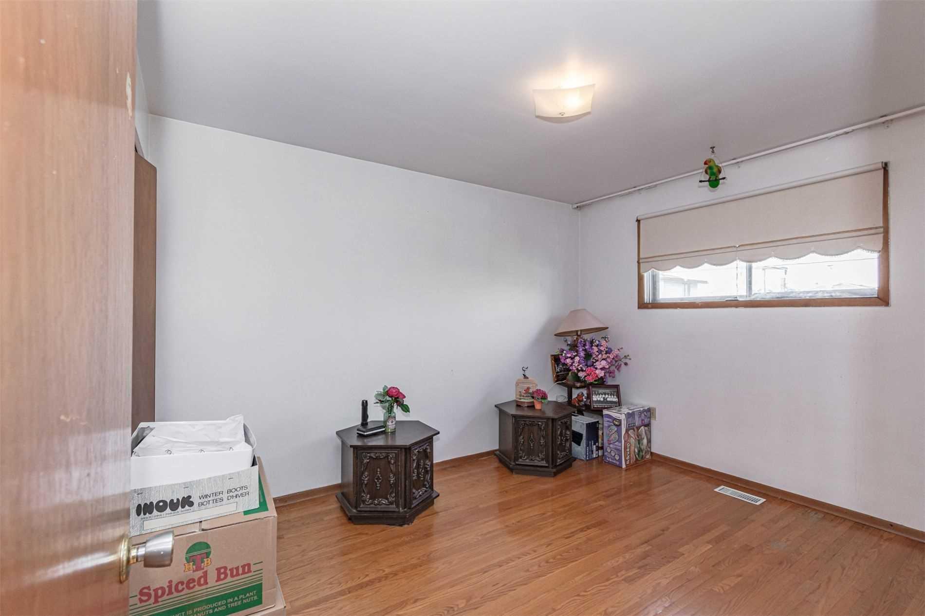 19 Delena Ave N, Hamilton X4554045